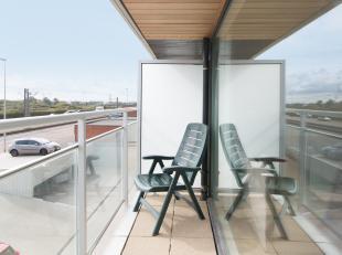 Verzorgde studio met zongericht terras gelegen op de eerste verdieping van de Res. Darwin te Middelkerke, Zeedijk 267. Tevens beschikt de studio over