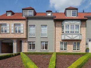 """Luxueus dakappartement in villaresidentie """"Molenhof"""", nabij hartje Onze-Lieve-Vrouw-Waver. <br /> Dit ruim appartement is gesitueerd op de tweede verd"""