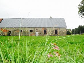 Landelijk gelegen en te verbouwen hoevegebouw  met aanpalende weilanden op 1ha 07a 18ca. <br /> <br /> Deze 18e eeuwse hoeve met geschiedenis bevindt