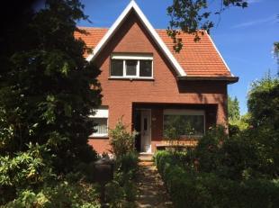 Woning OB met naastliggende toekomstgrond op een perceel van 1610 m² samen. De woning met tuin heeft een oppervlakte van +/- 800 m².Gunstig