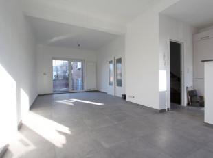 Quartier du Cimetière d'Ixelles-ULB, à deux pas de toutes facilités, bel appartement situé au 1er étage d'un petit
