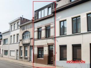 We vinden deze gerenoveerde woning (112m²) in een levendige buurt achter het centraal station in Antwerpen. In directe nabijheid van openbaar ver