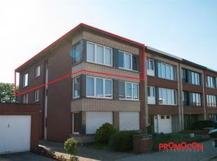 Langs de trap bereiken we het appartement gelegen op de 2 verdieping van een klein gebouw. Vanuit de inkomhal met apart toilet betreden we de gezellig