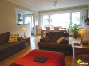 Dit ruime appartement is gelegen op wandelafstand van het Brilschanspark en nabij openbaar vervoer en alle belangrijke verbindingswegen.<br /> Het app