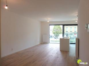 """Dit nieuw en hoogwaardig afgewerkte appartement met 2 slaapkamers en 2 terrassen vinden we in het knappe project """"Brouwerspoort"""" op een topligging in"""