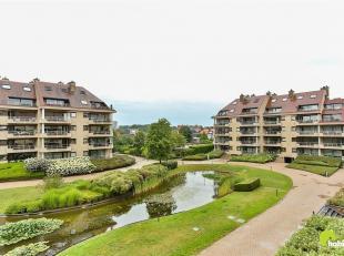 In een afgesloten parkdomein vlakbij het centrum van Wilrijk vinden we dit ruime appartement (120m²) met 2 slaapkamers en 2 terrassen. Genieten v
