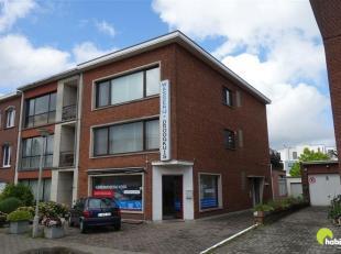 Op een zeer centrale locatie, vlakbij het Middelheim en park Den Brandt bevindt zich dit zonnig appartement met veel lichtinval.<br /> Het appartement