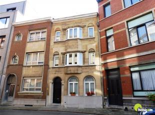 Op een zeer centrale ligging, vlakbij de Harmoniewijk in Antwerpen, vinden we dit charmante appartement.<br /> Het is gelegen op de eerste verdieping
