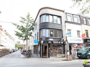 """Dit centraal gelegen handelseigendom is gelegen in de hoofdwinkelstraat van Antwerpen-Kiel, de gekende Abdijstraat, dichtbij shopping center """"Den Tir"""""""