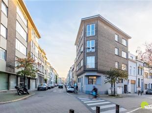Dit gerenoveerde 2-slaapkamerappartement bevindt zich op een leuke locatie, slechts 10min fietsen naar het centrum van Antwerpen!<br /> Ook winkels, s