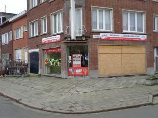 Prima gelegen voor een buurtwinkeltje, kapsalon of schoonheidsinstituut.  <br /> Winkel: ca 47 m², nuttige ruimte: ca 20 m², badkamertje met