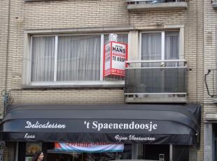 DIT PAND IS MOMENTEEL IN OPTIE!!!   Frank Craeybeckxlaan, centraal gelegen appartement op de eerste verdieping, met twee slaapkamers en terras.<br />