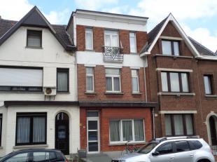 Volledig te renoveren woning met een bewoonbare oppervlakte van 175m².<br /> Deze woning is opgedeeld in twee appartementen en zijn beiden verhuu