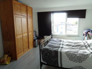 Appartement met 2 slaapkamers en balkon, gelegen op de 3e verdieping.<br /> Het appartement omvat een ruime living/eetkamer, geïnstalleerde keuke