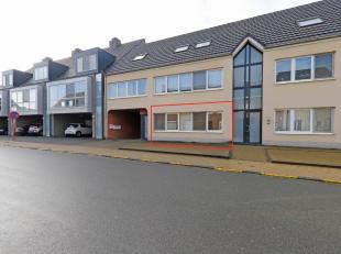 Dit lichtrijke gelijkvloerse appartement met tuintje is gelegen in het centrum van Keerbergen. U heeft hier vlakbij heel wat winkels, openbaar vervoer