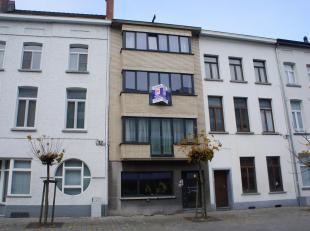 Door de gunstige ligging van dit appartement heeft u alle voorzieningen (wandelafstand van het station, bussen, winkels) en doch rustig gelegen in een