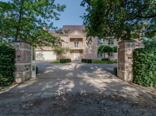 Deze exclusieve villa is uitgerust met zeer kwalitatief materiaal en beschikt over veel lichtinval en ruimte. Tevens is de villa ook uitermate geschik