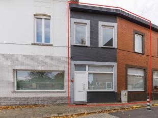 En plein centre de Bonheiden, dans une rue calme donnant sur la place du village, vous trouverez cette maison à rafraîchir avec un jardin