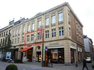"""Pour ceux qui ne veulent pas vivre loin, pas loin de la vie urbaine animée, nous avons un bel appartement situé dans """"De Bruul"""", o&ugrav"""
