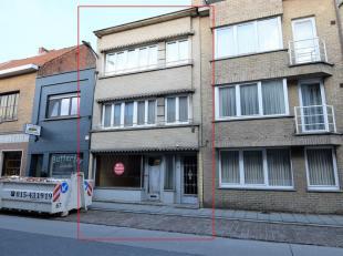 Deze woning is momenteel ingericht als 3 appartementen maar heeft hier geen vergunning voor.<br /> Momenteel is er een vergunning voor handelshuis: dw
