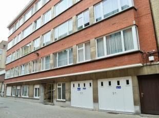 Beschrijving Ruim appartement in Mechelen. Gelegen op wandelafstand van het centrum in een rustige straat. Indeling: inkomhal met ingebouwde kasten, w