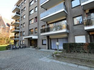 Gelijkvloers appartement te Mechelen. Gelegen op wandelafstand van het centrum.Indeling: Lichtrijke woonkamer, keuken met aansluiting voor vaatwasser