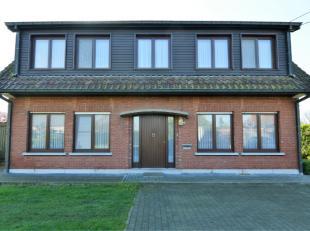 Dit rustig gelegen appartement ligt dicht bij de dorpskern van OLV Waver.Indeling: Inkomhal, woonruimte, keuken, 2 slaapkamers, badkamer, berging, ter