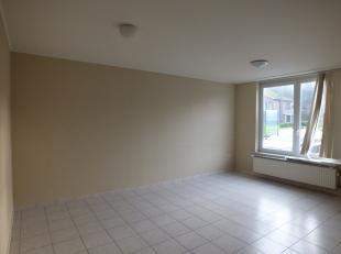 Gelijkvloers appartement met 1 slaapkamer en autostaanplaats.<br /> Gemeenschappelijke kosten bedragen 10,-EUR / maand.<br /> <br /> Mogelijkheid tot