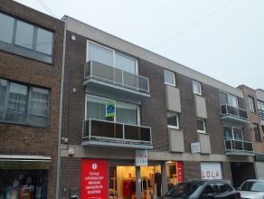 Zeer goed gelegen appartement met 3 slaapkamers, ruime woonkamer en autostaanplaats in het centrum van Lommel! <br /> <br /> Geen huisdieren toegelate