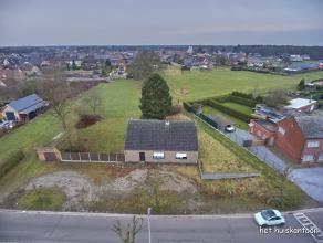 Uitzonderlijk, ruim bouwperceel op een rustige locatie van 1675 m² met een straatbreedte van 32,50 m met een westelijke oriëntatie.<br /> <b