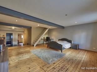 Zeer ruime, gerenoveerde woning (270 m²) met 3 slaapkamers, bureel, garage en tuintje gelegen aan de hoofdweg in Balen.
