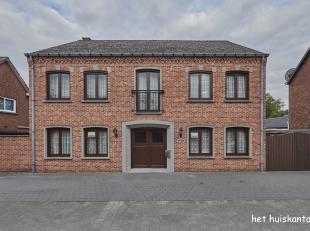 Mooie, ruime woning ( 325 m² ) met 5 slaapkamers, inpandige garage en ruime tuin op een perceel van 1584 m² in het centrum van Lommel.