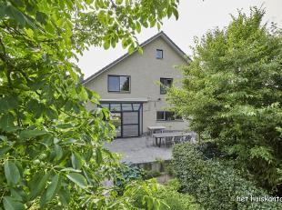 Rustig gelegen woning ( 265 m² ) met lichtrijke woonkamer, 4 (evt. 5) slaapkamers, 2 badkamers en een inpandige garage op een perceel van 701 m&s