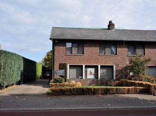Ruime woning met lichtrijke woonkamer, 3 slaapkamer en 2 garages!<br /> De woning heeft tevens een ruimte voor het uitoefenen van een zelfstandige act