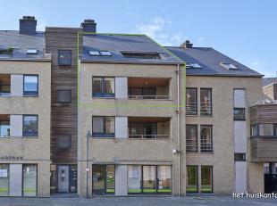 Prachtig gelegen duplex appartement (175m²) met 3 slaapkamers, 2 badkamers en 2 terrassen.<br /> <br /> De bovenste verdieping (slaapkamers en ba
