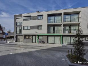 Goed gelegen gelijkvloers appartement (95 m²) met 2 slaapkamers, een ruim terras en ondergrondse parkeerplaats met berging.<br /> <br /> Gemeensc