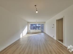 KLOOSTERSTRAAT 9 BUS 5 - PELT<br /> Compact, gerenoveerd appartement ( 72 m² ) met 2 slaapkamers in het centrum van Neerpelt.<br /> Het apparteme