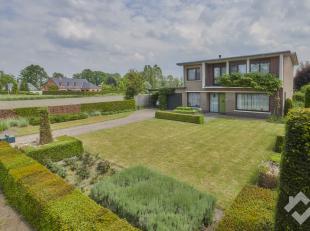 KLOOSTERSTRAAT 39 - HAMONT ACHEL<br /> Rustig en goed gelegen, ruime woning ( 224 m² )  met 4 slaapkamers, bureel, een garage en carport met een