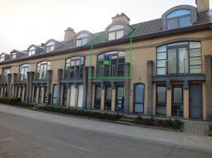 HOOFDSTRAAT 20/2 - 3941 EKSEL <br /> Lichtrijk appartement met 2 slaapkamers, ruim terras en een ondergrondse autostaanplaats.