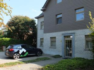 KAPELLESTRAAT 4 BUS 102 - MOL<br /> Mooi appartement met 2 slaapkamers, een terras en garagebox nabij het centrum van Mol.<br /> <br /> Gemeenschappel