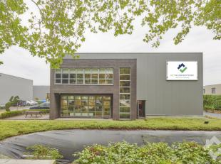 TOEKOMSTLAAN 9 - GENK<br /> Gunstig gelegen industriële hal ( 600 m² ) met 240 m² kantoorruimte en voldoende parkeergelegenheid op het