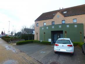 Praktijkruimte of kantoor (110m²) met 4 parkeerplaatsen vooraan, 2 achteraan en garage op een zeer goede zichtlocatie te Lommel.<br /> <br /> Ink