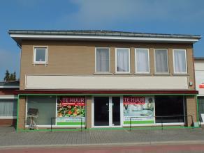 Ruim handelspand ( 137 m² ) gelegen op een zichtbare locatie aan een hoofdweg in Lommel met parkeergelegenheid vooraan.
