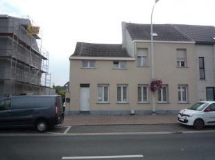 Mechelen Leuvensesteenweg 546: Ruime WONING met 4 slaapkamers en garage (opslag). GLVL: grote oprit, garage, inkom, vestiaire, wc. 1ste: grote living,
