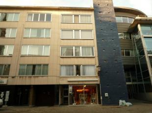 Mechelen: Befferstr 23: RuimAAP.in centrum, op 50m van de Grote Markt. Lift. Hal, kkn., liv., wc, badk., 2 slpks., kelder.<br /> Cv-gas. Prov:  60/mnd