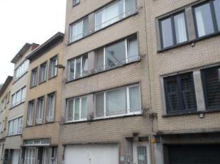 Te renoveren duplex appartement (3de en 4de) van 120m² met groot dakterras. Parking (incl. waarde  22.000,-) Geen lift. Een deel van de duplex (3