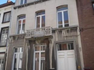 STUDIO 1 verd. Geen lift. Gelegen in Herenwoning. Living / slaapruimte met keukenblok, badkamer met WC. Provisie:  69/mnd ( 49/mnd verwarming,  15/pp/