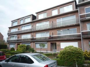 Gelijkvloers appartement met 2 slaapkamers, tuin en garage (apart te koop aan euro 19.500,-). Private kelder. Indeling:  living met open ingerichte ke