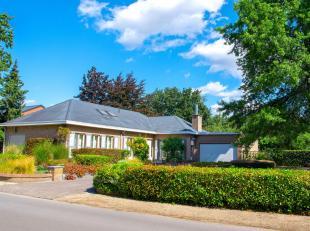 Bijzonder mooie villa inclusief bouwgrond voor open bebouwing van 8,87 are. Rustig en residentieel gelegen nabij Plankendael, station van Hever en opr