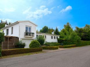 Zonnig landhuis op 916 m2. Uiterst rustig en bijzonder aangenaam gelegen in de residentiële verkaveling Trianon. Zeer gezellig, lichtrijk, met ta